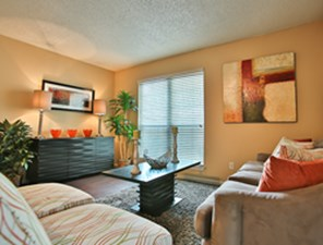 Living Area at Listing #140973