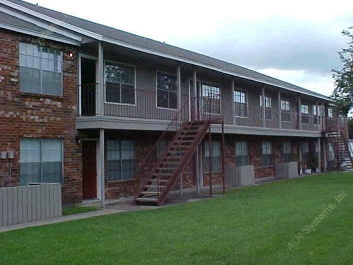 Oaks at Mustang Apartments