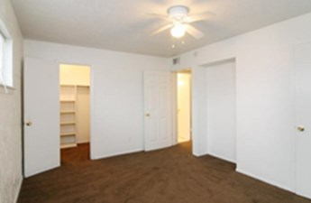 Bedroom at Listing #150803