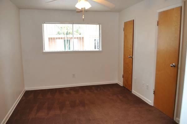 Bedroom at Listing #144703