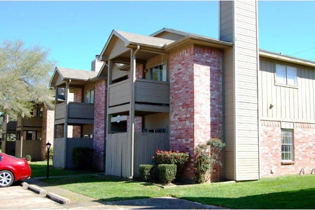 Exterior at Listing #211062