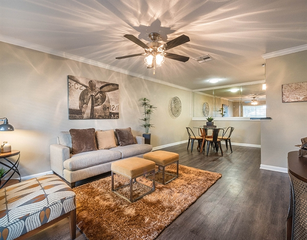 Living at Listing #138627