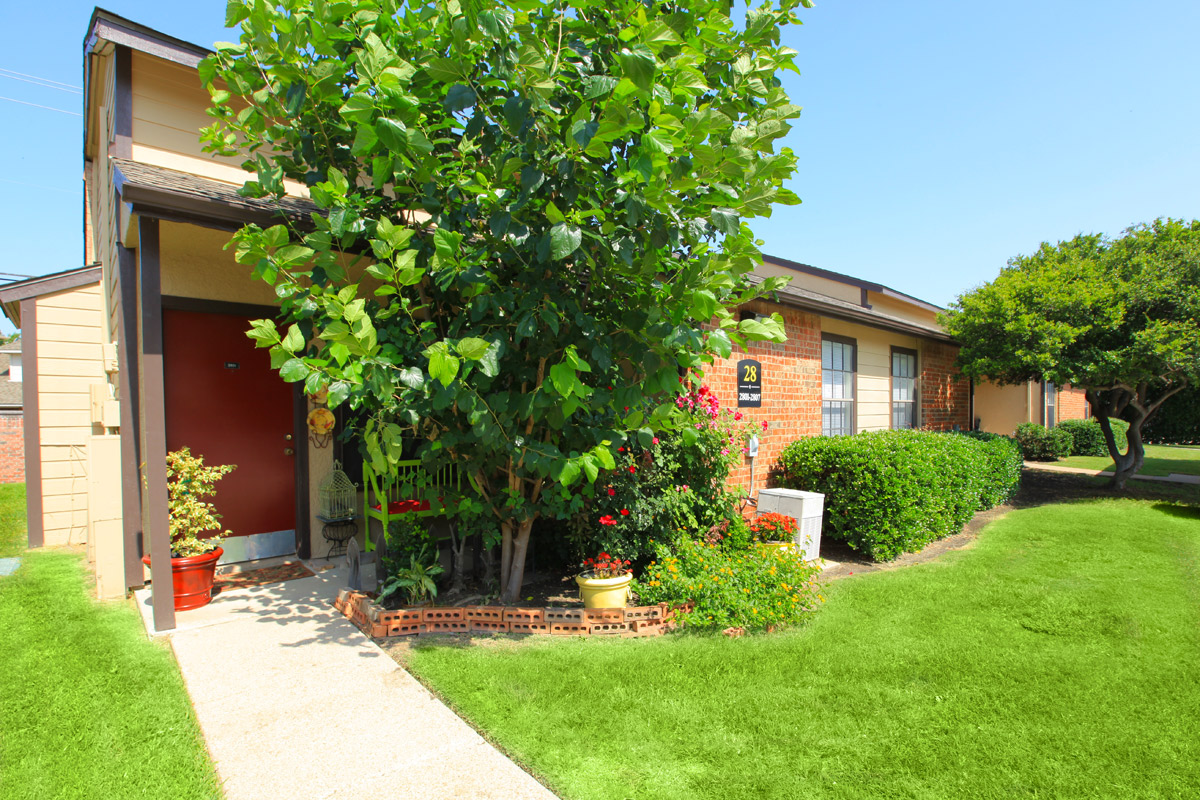 Exterior at Listing #135649