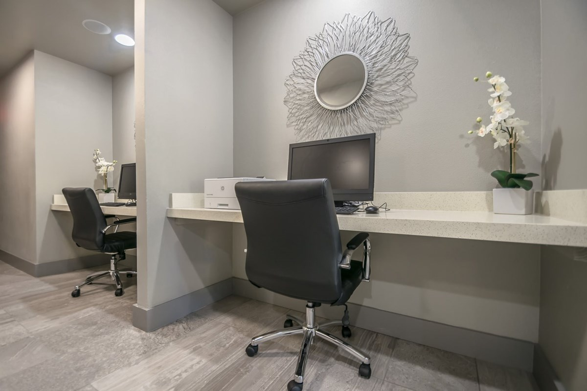 Business Center at Listing #140901