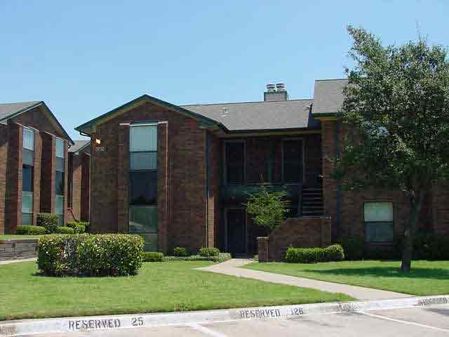Exterior at Listing #136097