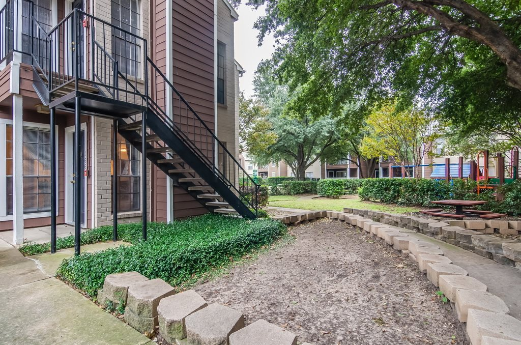 Exterior at Listing #135701