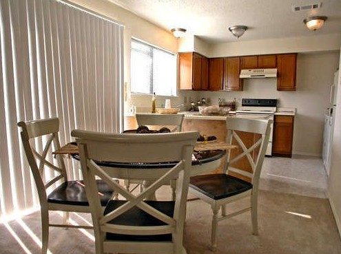 Dining at Listing #135647