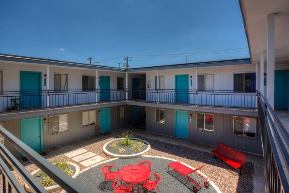 Duet on 39th Apartments