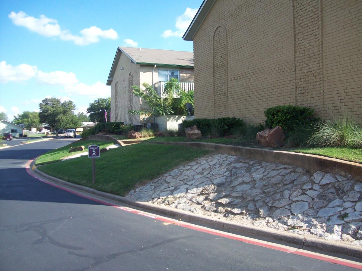 Shady Valley Square Apartments Pantego TX