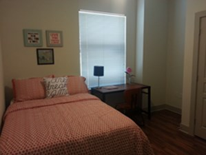 Bedroom at Listing #149041