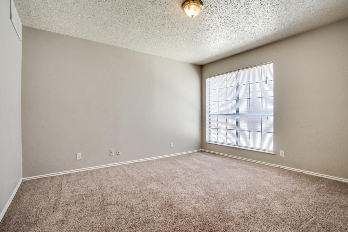 Bedroom at Listing #137043