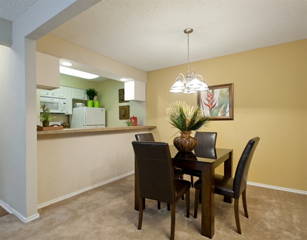 Dining at Listing #135836