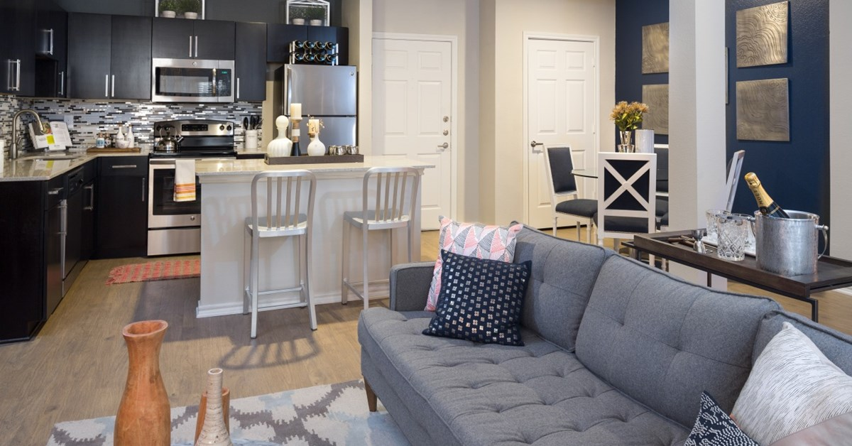 Living Area at Listing #137640