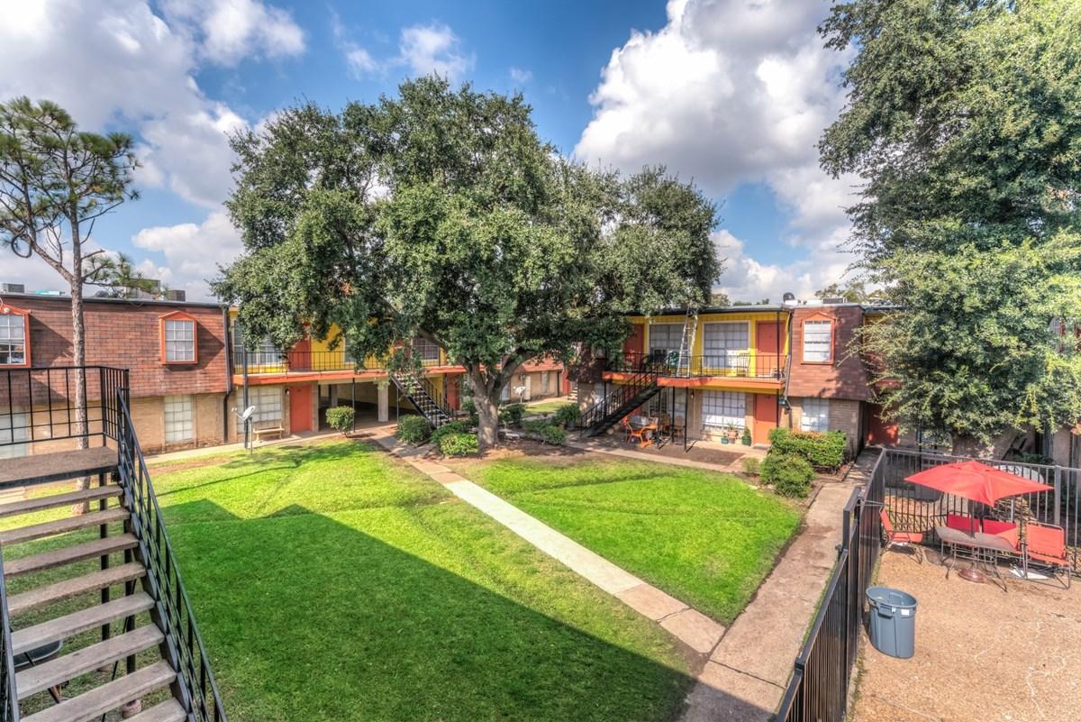 Villa Nueva Apartments Houston TX