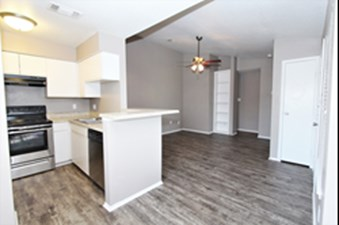Dining/Kitchen at Listing #140204