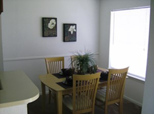 Dining at Listing #139938