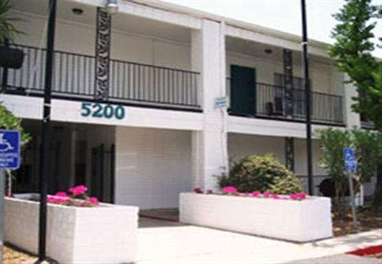 Arriba En Blanco Apartments