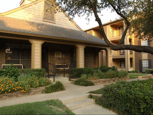 Exterior at Listing #136980