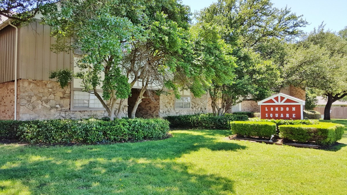 London Square at Listing #136376