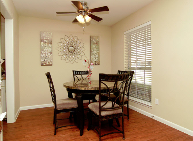 Dining at Listing #256268