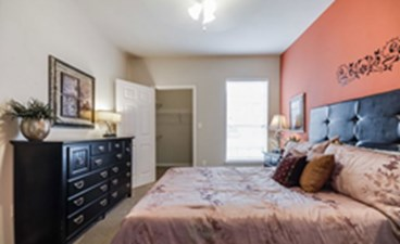 Bedroom at Listing #137772