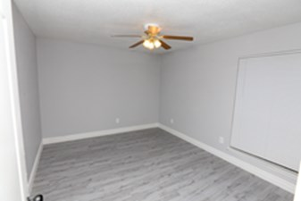Bedroom at Listing #138931