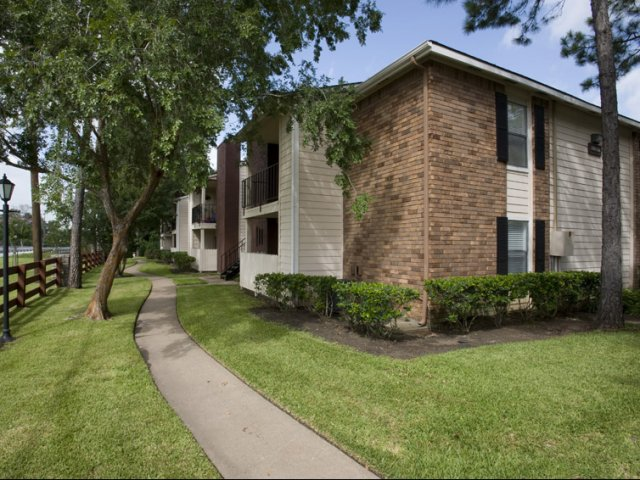 Hunt Club at Pin Oak Apartments