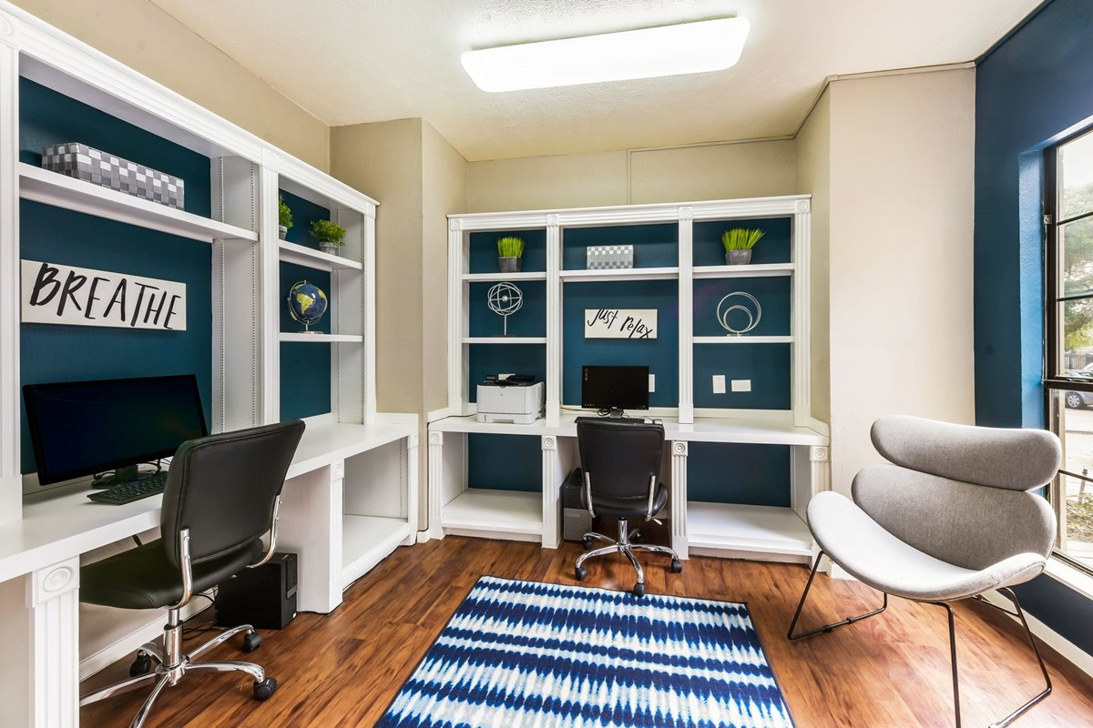 Business Center at Listing #136418