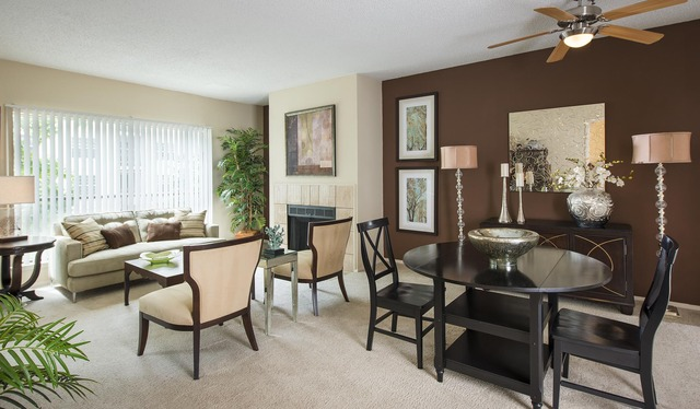 Dining at Listing #136459