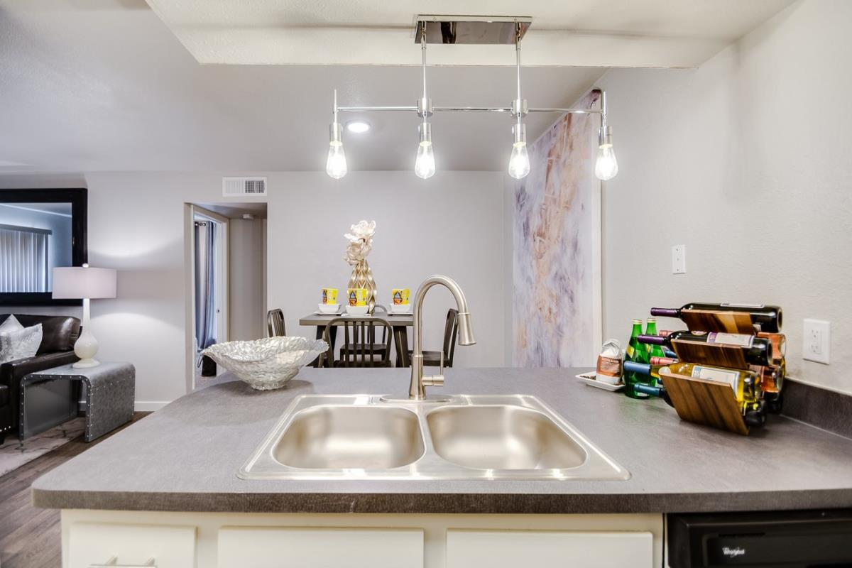 Dining at Listing #136328