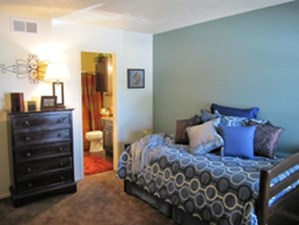 Bedroom at Listing #136254