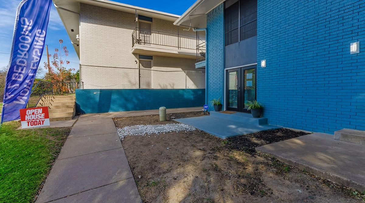 Exterior at Listing #213516