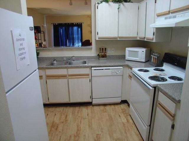 Kitchen at Listing #140713