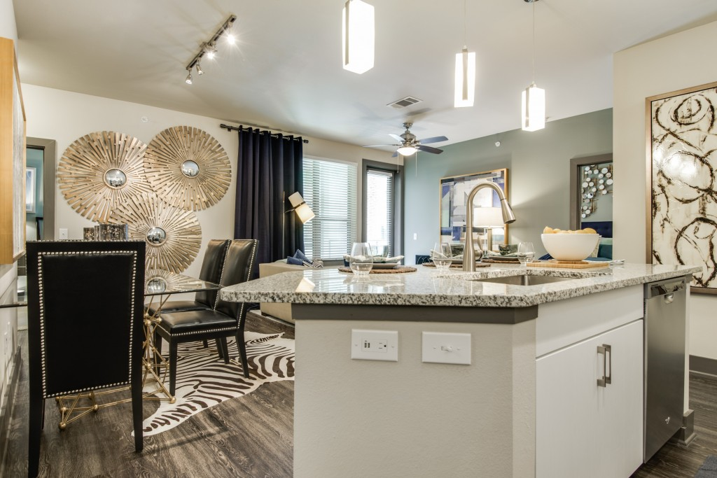 Dining/Kitchen at Listing #275301