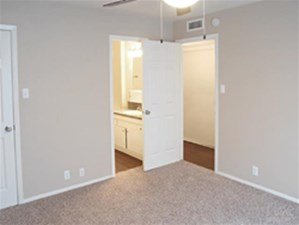 Bedroom at Listing #135716