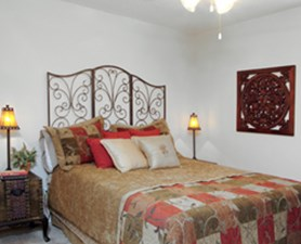 Bedroom at Listing #136204