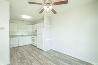 Dining/Kitchen at Listing #140934