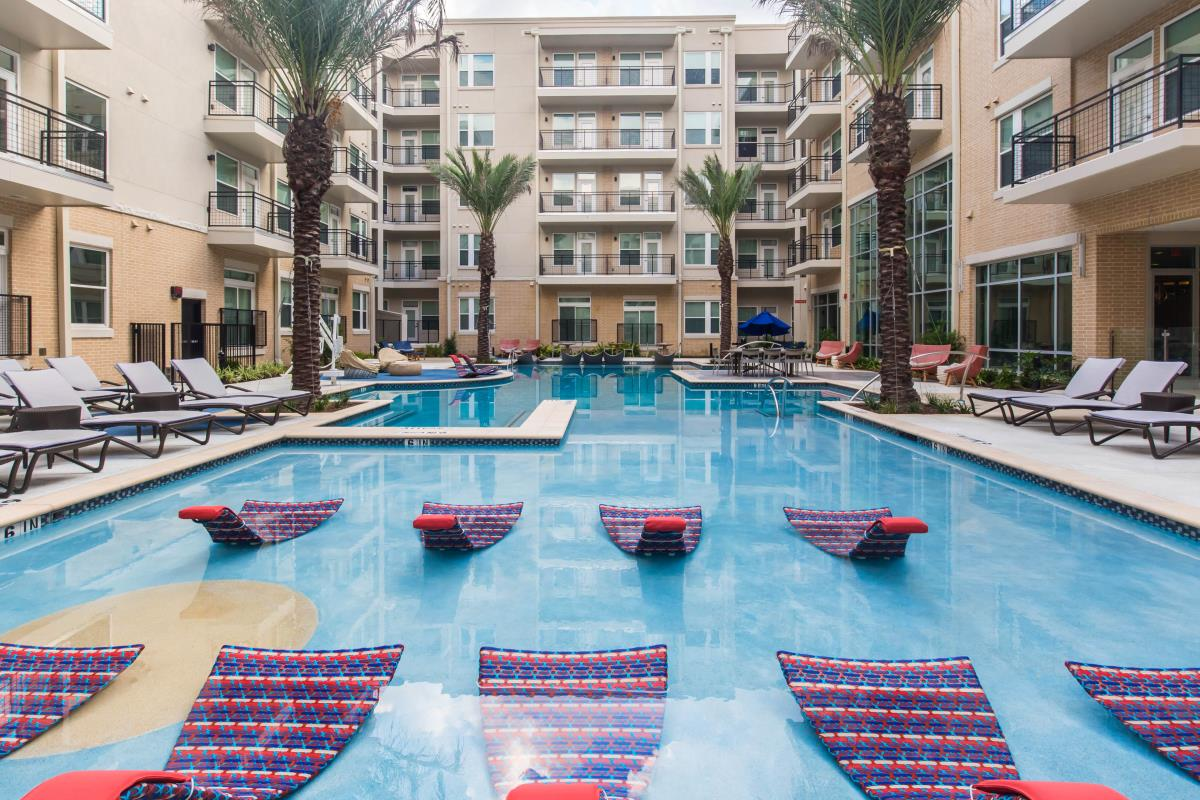 Pool at Listing #252672