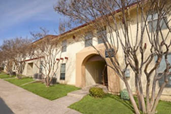 Exterior at Listing #137172