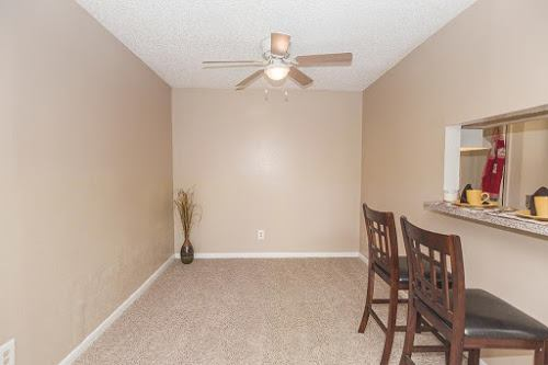Dining at Listing #139387