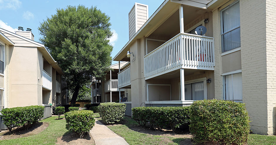 Exterior at Listing #138520