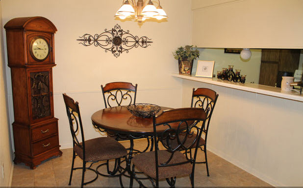 Dining at Listing #214324