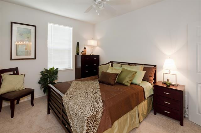 Bedroom at Listing #277138