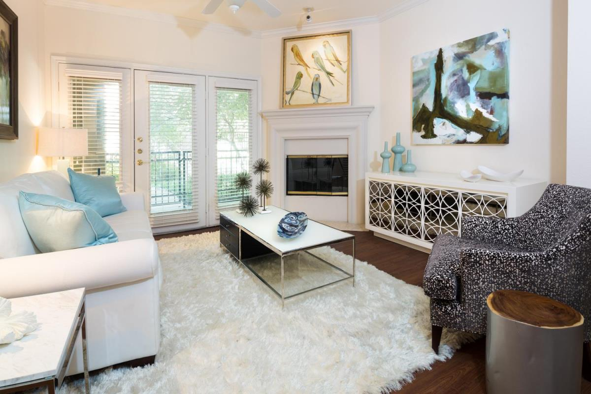 Living Room at Listing #137702