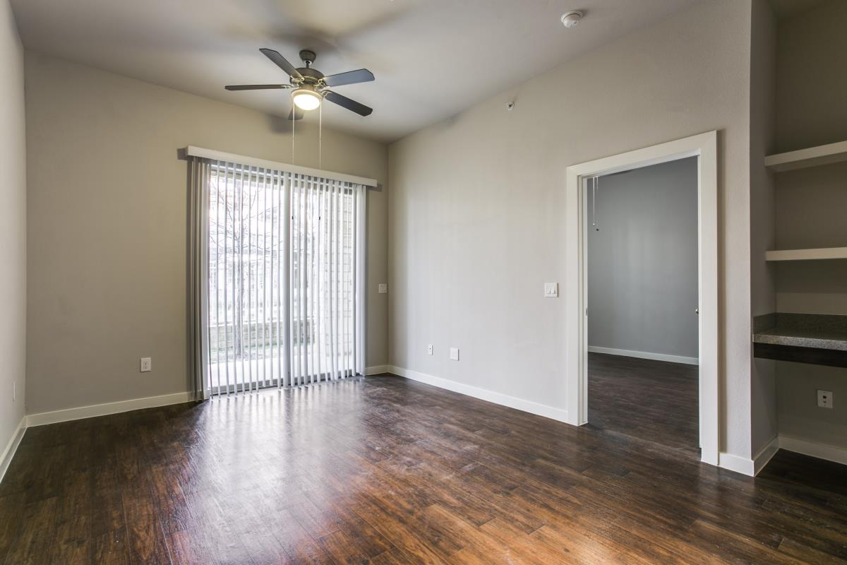 Living at Listing #269819
