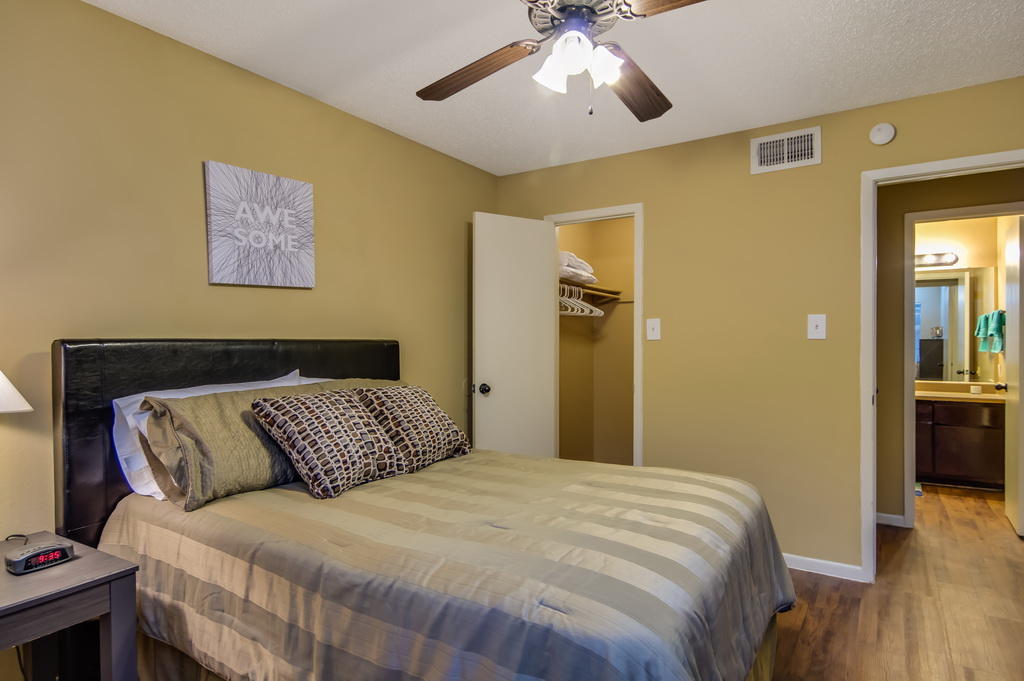Bedroom at Listing #140408