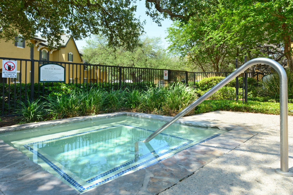 Hot Tub at Listing #144523