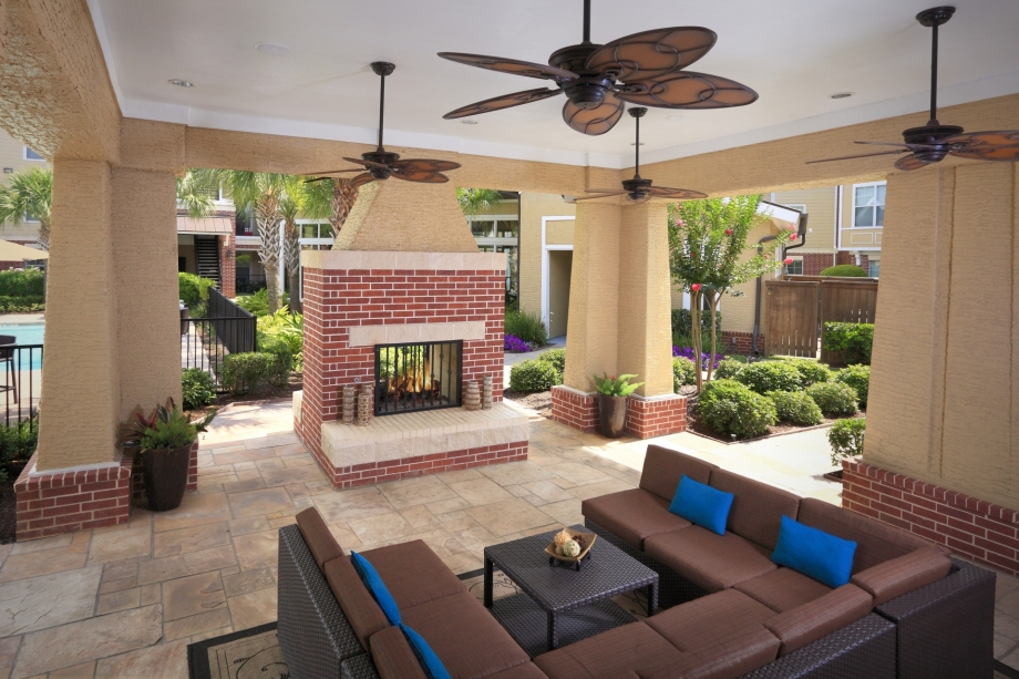 Lounge at Listing #145009