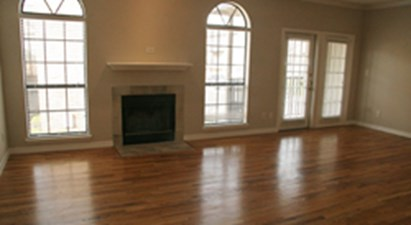 Living Area at Listing #137556