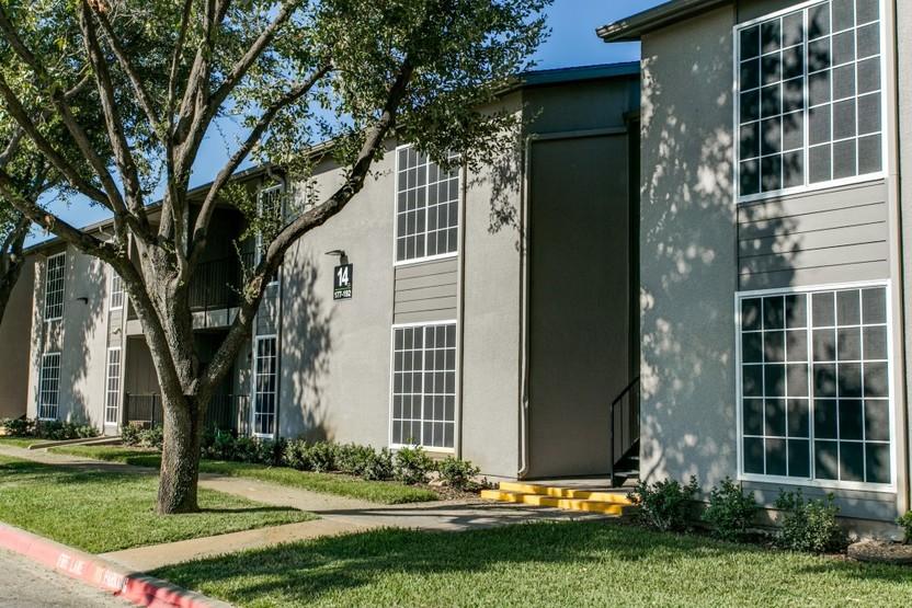 Vistas on the Park Apartments Lewisville, TX